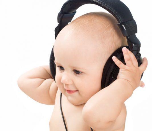 Cho trẻ nghe nhạc sớm giúp trẻ phát triển não bộ