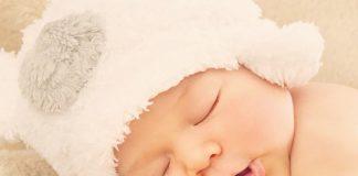bé ham chơi lười ngủ