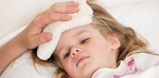 Cần làm gì khi trẻ sơ sinh hay đổ mồ hôi nhiều và tay chân lạnh