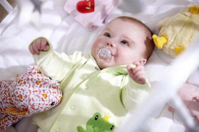 Trẻ sơ sinh nên mặc như thế nào vào mùa đông?